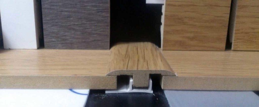 Пример соединительного профиля для ламината и плитки