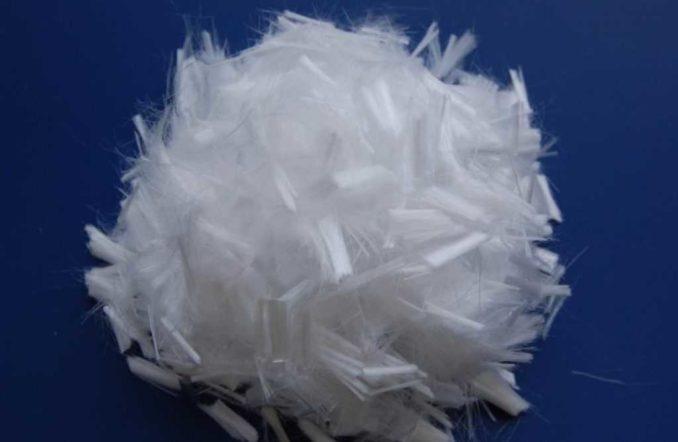 Это то, что называется фиброй и служит для уменьшения количества трещин в стяжке пола