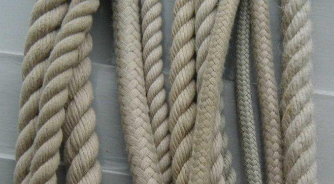 Чем заделать щели в деревянном полу: шнурами и замазкой сверху