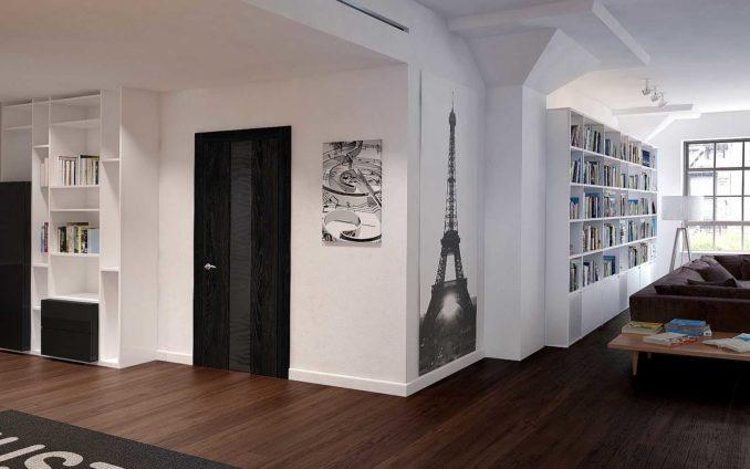 Белый плинтус, светлые стены, темные двери и пол - отличное смотрятся вместе