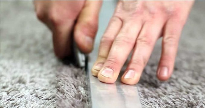 Как стыковать ковролин чтобы незаметный шов: с помощью реза по линейке
