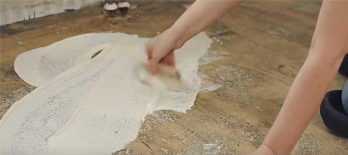 Как кладут ковролин на клей: намазать основание и раскатать покрытие