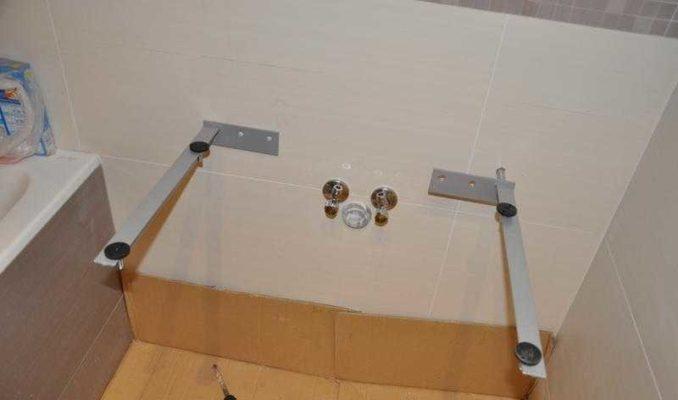 Как закрепить ванную чтобы не шаталась: один из вариантов кронштейнов