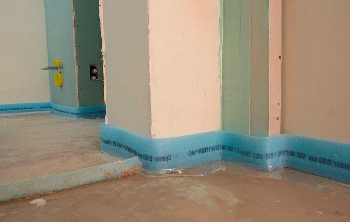 Для чего нужна демпферная лента: для развязки плавающей стяжки со стеной, для улучшения звукоизоляции