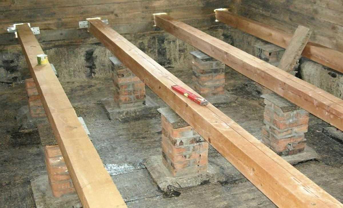 Как сделать пол в деревянном доме: по грунту, по лагам