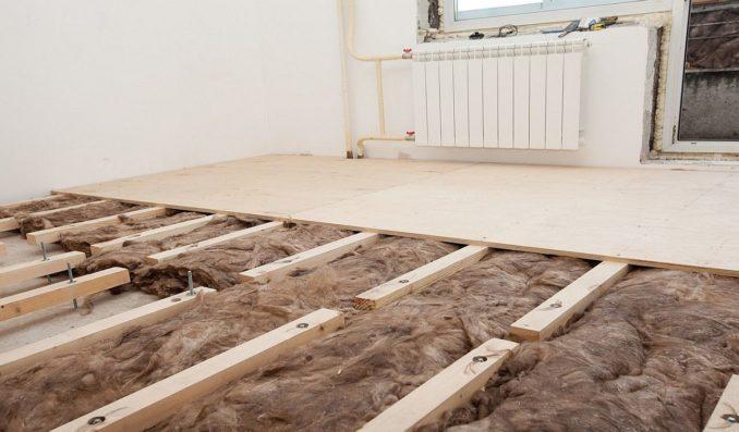 Так выглядит утепление бетонного пола по лагам