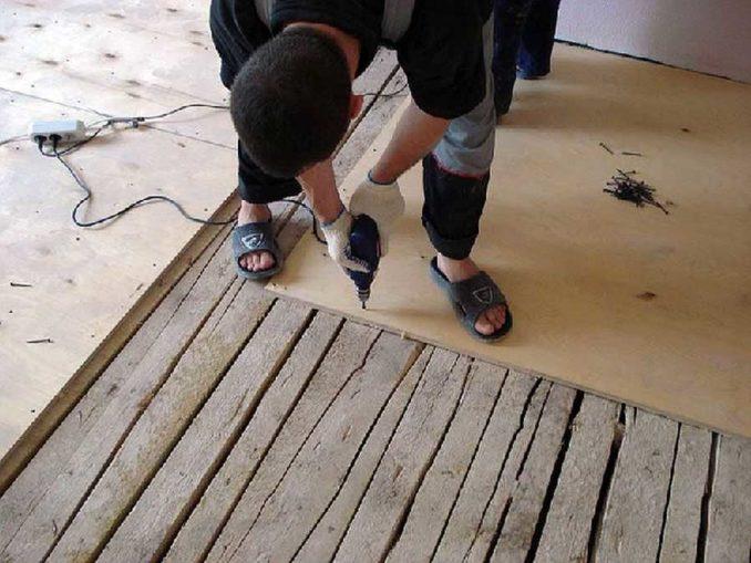 """В """"рабочей"""" часть гаража можно на доски уложить фанеру, ОСБ...И теплее, и ровнее, да и покрасить можно"""