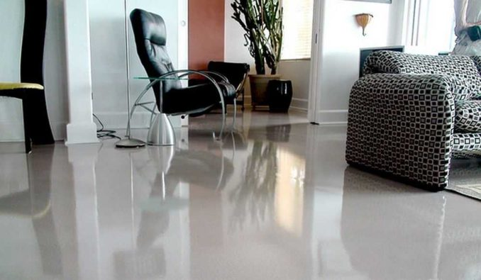 Эпоксидное покрытие для бетонного пола больше позиционируется как производственное или для коммерческих объектов, но выглядит и в доме или квартире неплохо