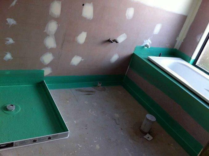 В ванной и кухне обмазочная гидроизоляция пола может использоваться фрагментами