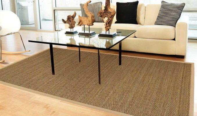 Средний ковер на пол в гостиную часто кладут возле диванов