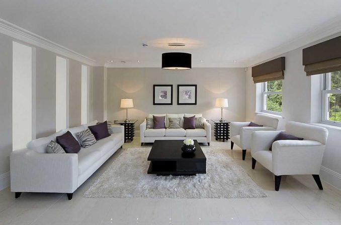 Размер подбирают исходя из имеющегося свободного пространства и пропорций помещения, мебели