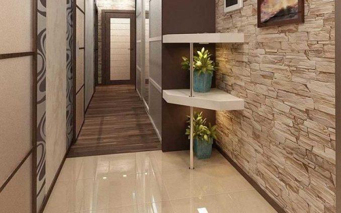 Сочетание плитки с ламинатом в коридоре. Во входной зоне - возле двери - желательно уложить плитку