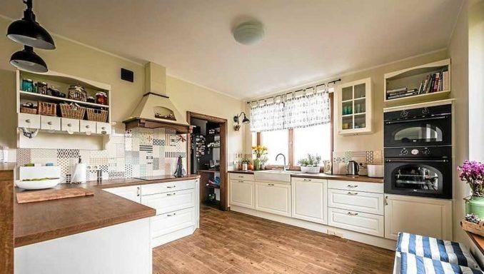Что лучше на кухне плитка или ламинат на кухне? Выбирайте сами