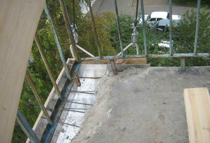 Стяжка на открытом балконе - практически единственный способ его ремонта