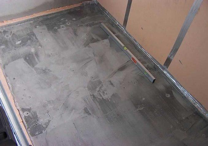 Стяжка на балконе под плитку должна быть ровной - допустимые перепады менее 1 см