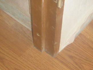 Как уложить ламинат в дверном проеме без щели