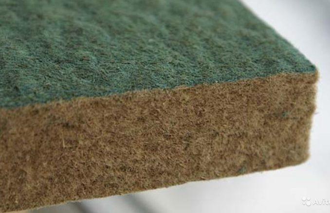 Одно из названий - древесноволокнистая подложка, но более распространенное - хвойная подложка под ламинат