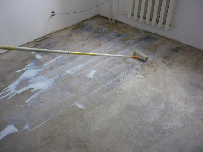 Грунтовка для бетонного пола от пыли - это совсем не тот состав, что нужно наносить, например, под плиточный клей
