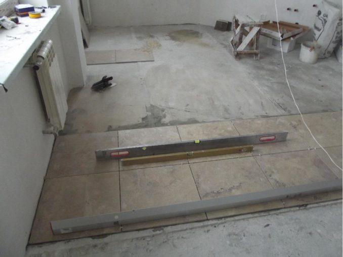 Чем обработать пол перед укладкой плитки на старую стяжку