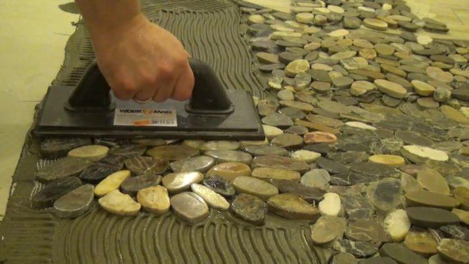 Как укладывать галечную плитку на пол