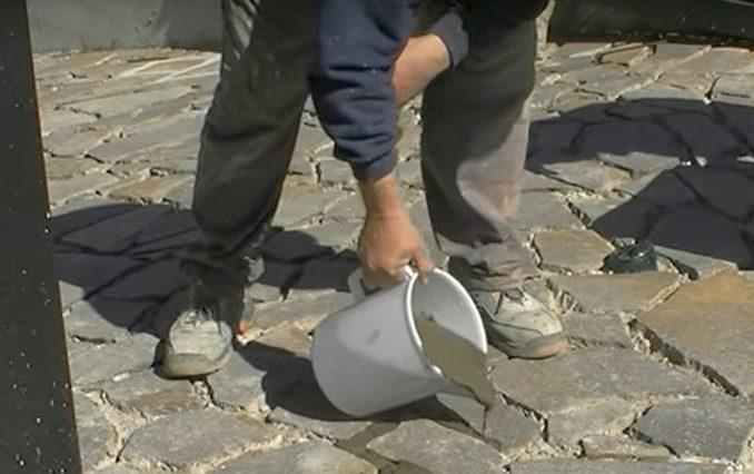 Натуральный камень на пол используют тот же что и на улице для дорожек, облицовки фасадов