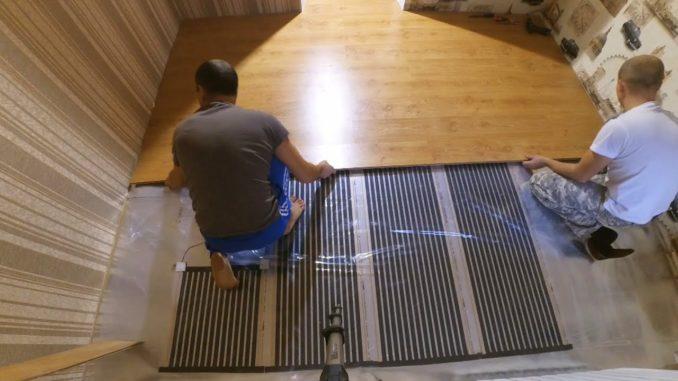 Укладка карбонового электрического теплого пола под ламинат занимает несколько часов