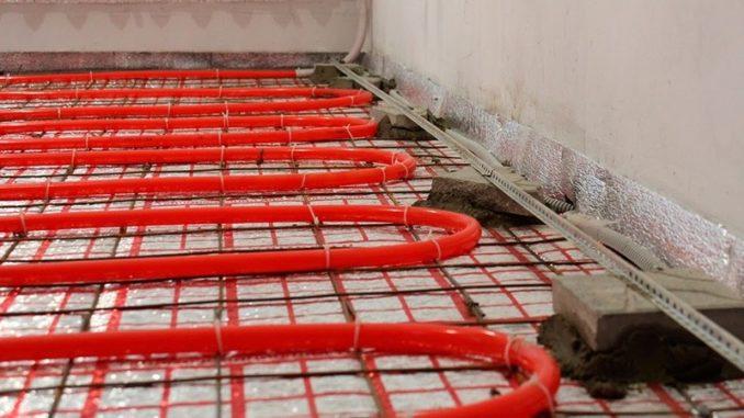 Трубы с теплоносителем заливают бетонным или цементно-песчаным раствором