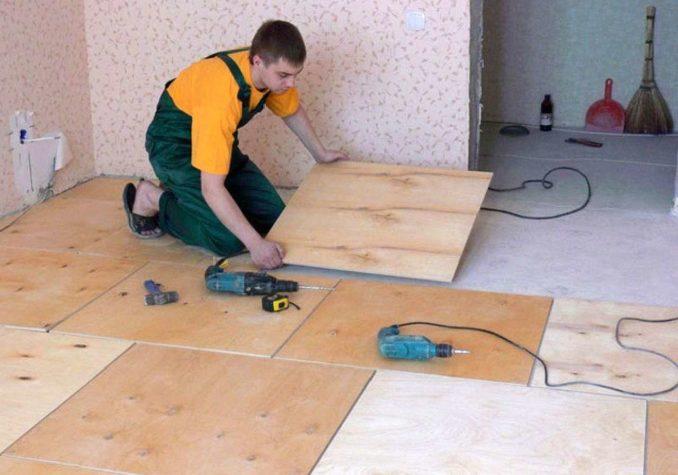 Что подложить под линолеум на бетонный пол: твердый и ровный листовой материал